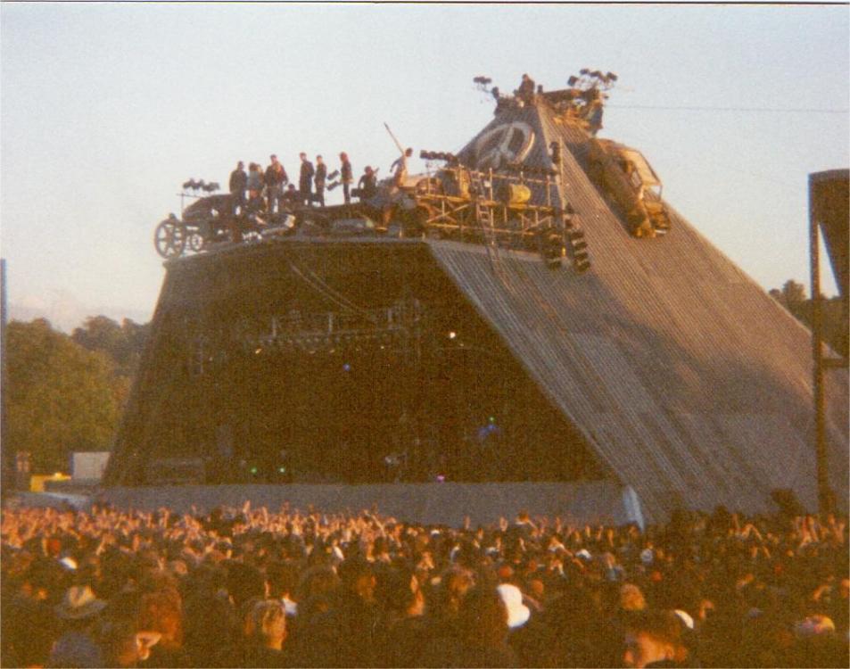 1488709657_main stage 1990.jpg