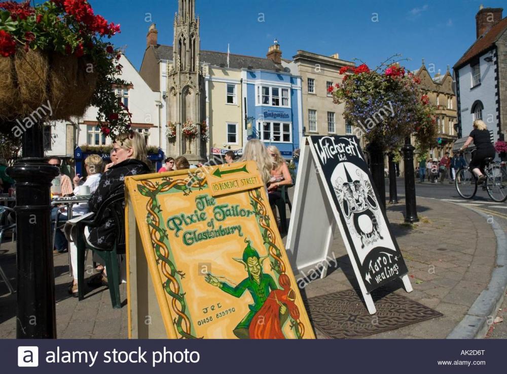 funky-signs-town-centre-high-street-glastonbury-somerset-england-britain-AK2D6T.thumb.jpg.79aecb0d0775e45d42cc76efa7e3ea79.jpg