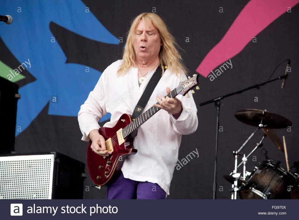 spinal-tap-performing-on-the-pyramid-stage-glastonbury-festival-2009-FG970X.jpg