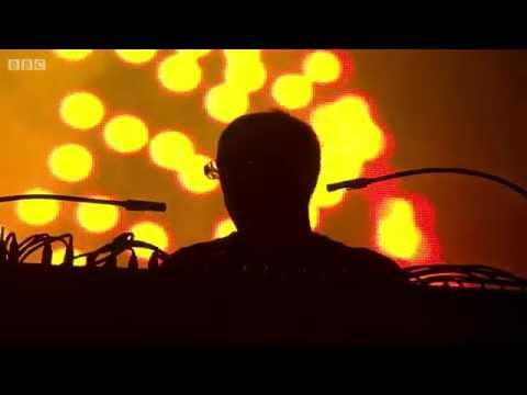 The Chemical Brothers - Escape Velocity (Live at Glastonbury 2015)