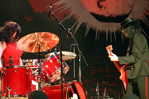 The White Stripes (Pyramid Stage, Friday) @ Glastonbury Festival 2005