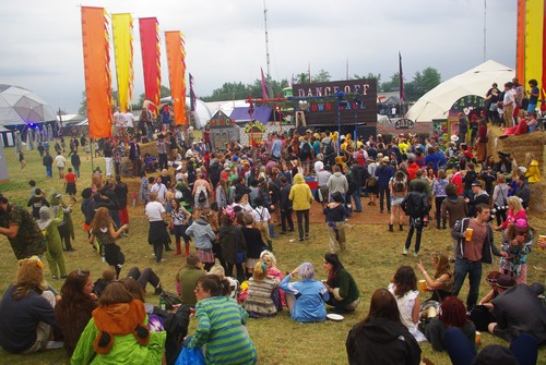 around the festival site (Saturday 1)