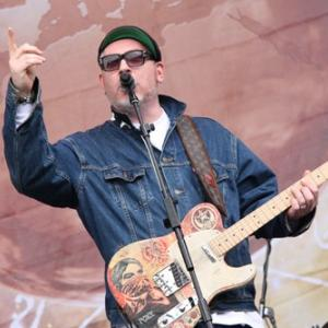 jump around at Beautiful Days with House of Pain