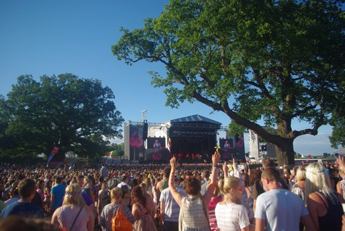 Jessie J (crowd)