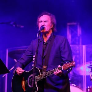 Ray Davies to headline Glastonbury Extravaganza