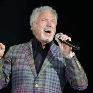 Tom Jones to play outdoor shows across the summer