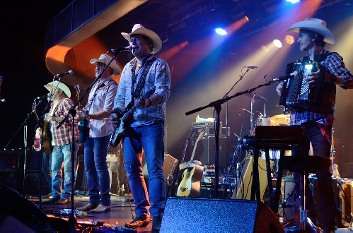 Los Pacaminos feat Paul Young @ Great British Folk Festival 2016